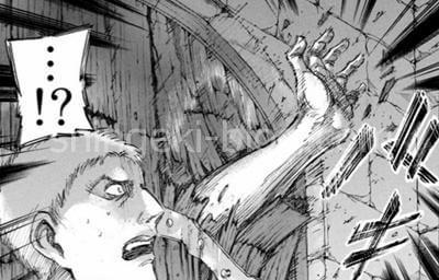 巨人の腕が扉を破る