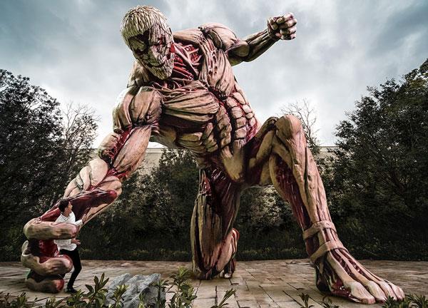 等身大15m級「鎧の巨人」