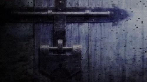 地下室の扉